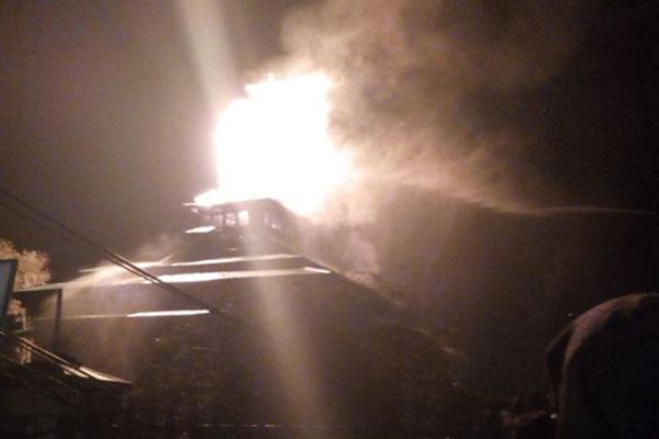 dargah of srinagar catches fire