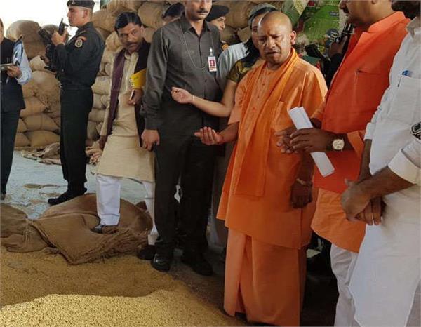 cm yogi go surprise visit in pilibhit agricultural production market