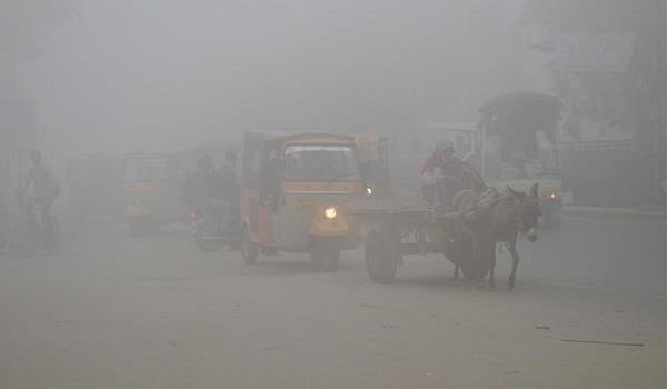 traffic flight operations disrupted as dense smog in pakistan