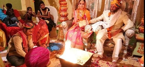 foreign couple got married with hindu customs