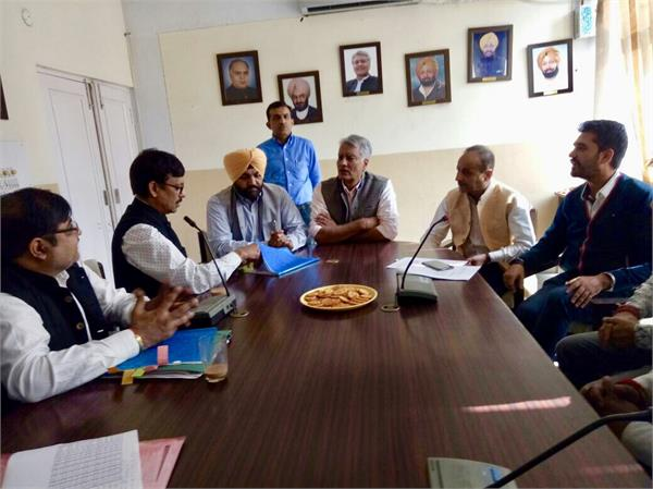 printers raised the issue of saving the domestic industry in front of jakhar