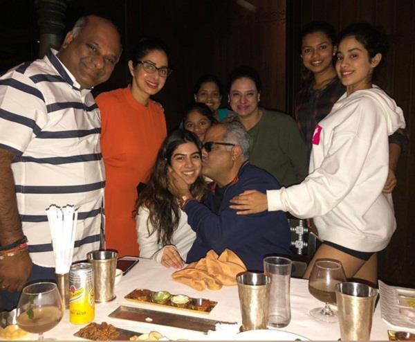 श्रीदेवी ने रखी पति बोनी कपूर की बर्थडे पार्टी, कैजुअल अंदाज में दिखें बॉलीवुड स्टार्स