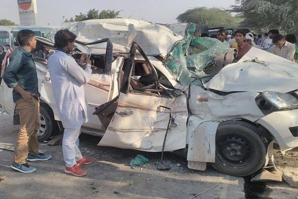 4 people going to join marrige in road accident