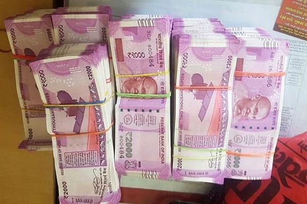 more than 42 lakh cash recovered in gujarat