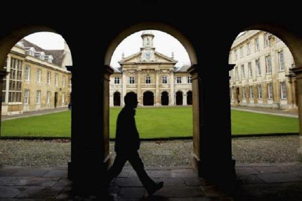 vote for entry into women  s club at the university of cambridge