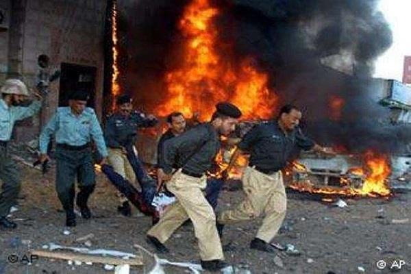 six people killed in roadside blast in pakistan
