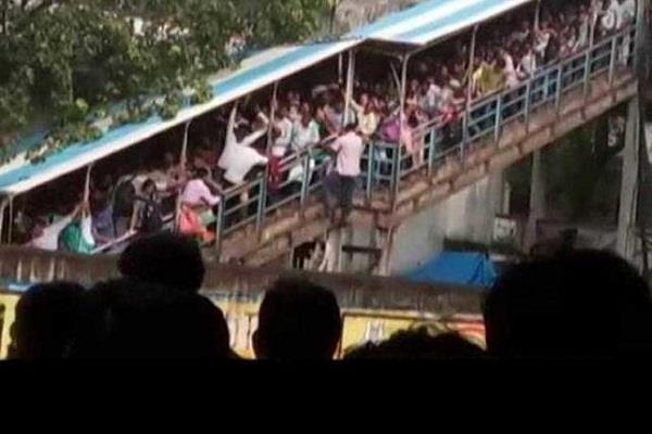 elphinstone incident  women home guard handling the crowd