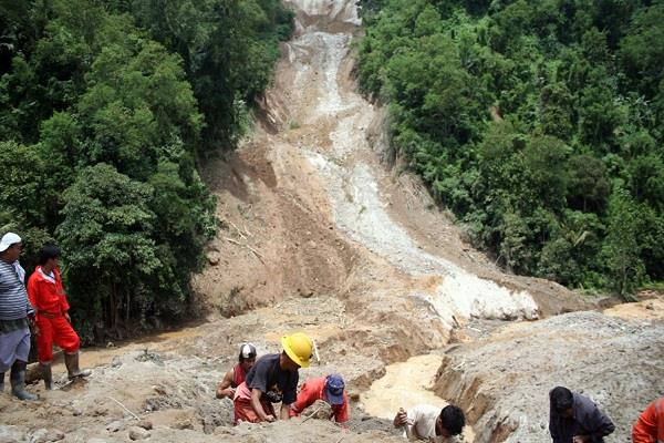 26 people killed in landslides in philippines