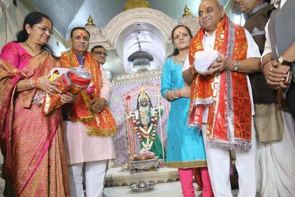 vijay rupani will take oath as cm in presence of modi shah