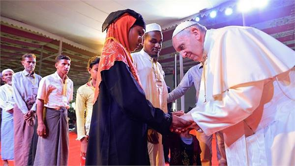 pope francis says he   wept   while meeting rohingya refugees