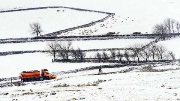 heavy snow hits britain