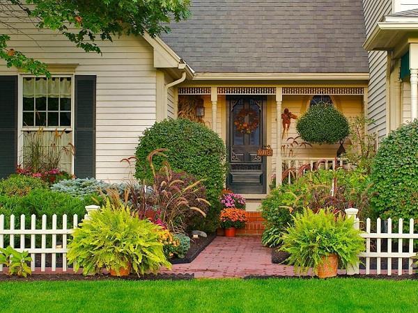 घर में बने छोटे गार्डन को इस तरह सजाएं, दिखेगा बेहद खूबसूरत