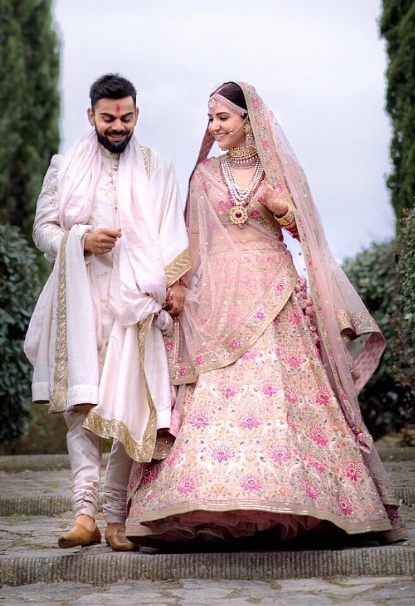anushka sharma wedding lehnga price