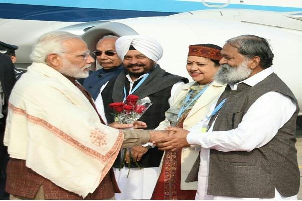 anil vij pm narendra modi chandigarh airport