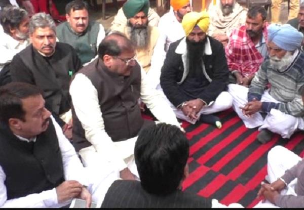 abhay chautala came to mourn death of shaheed paragat singh