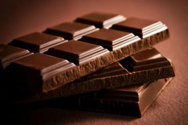 noida child dies due to chocolate stuck in throat
