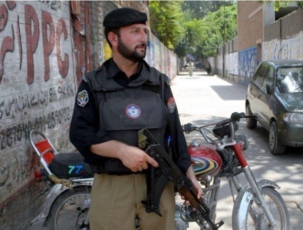 pakistani youth  wrote   hindustan zindabad   on wall   arrest