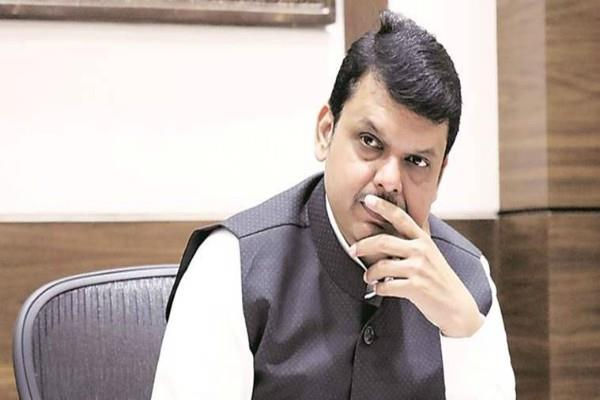 helicopter force landing  carrying cm fadnavis