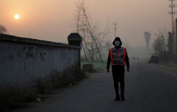 chinese man adopted unique way to avoid air pollution reached the hospital