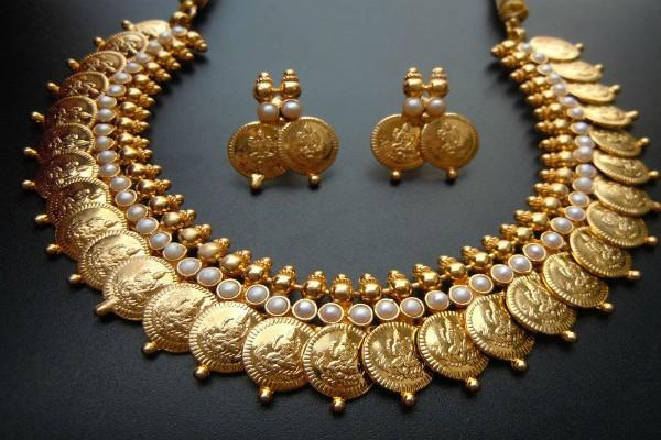 gold and silver prices fall on weak global cues