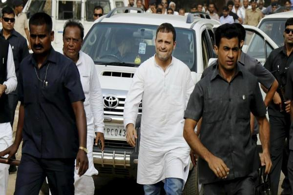 amethi hundreds of farmers protest against rahul