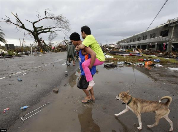 philippines  thousands evacuate over fear of storm