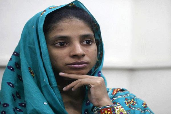 geeta returns from pakistan  refuses to recognize bihar  s family