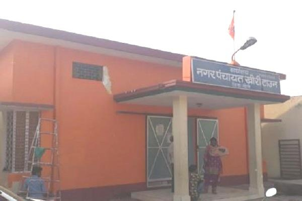 after primary schools saffron color mounted on nagar panchayat office