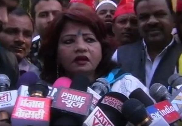 uma kiran  who was minister in akhilesh government  warns yogi will open soon