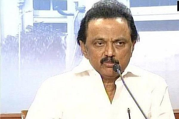 stalin accused of distributing 100 crore rupees imposed on aiadmk in bypoll