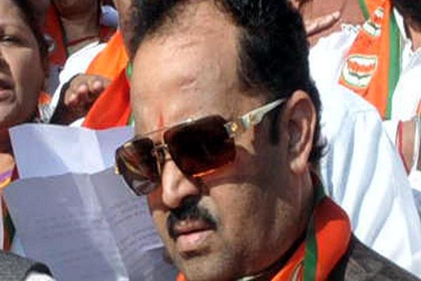 bjp mp guessed a dismal performance for his party in gujarat