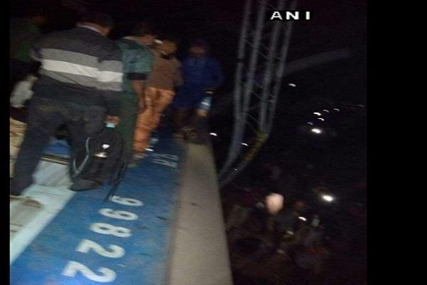 near jagdalpur bhubaneswar orissa hirakhand 8 coaches derailed express train