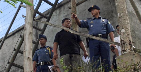 as suspected rebels storm philippine jail  more than 150 inmates escape