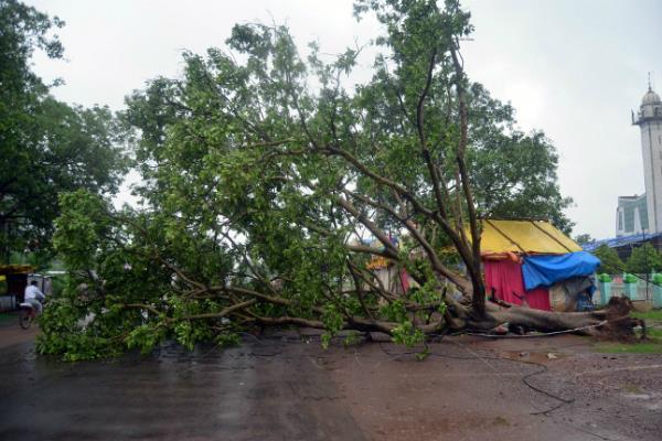 Image result for तूफान और हादसा