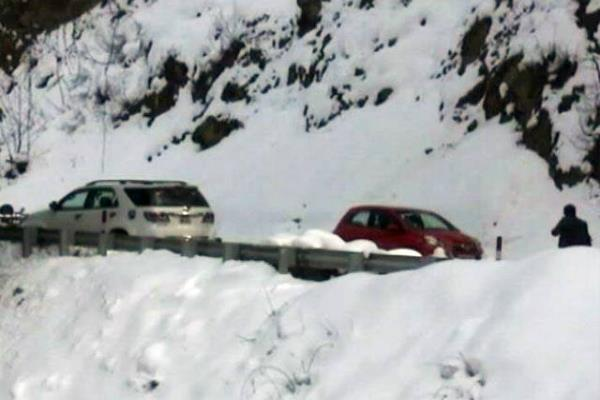 chamba  closed roads  villages  electricity snowfall