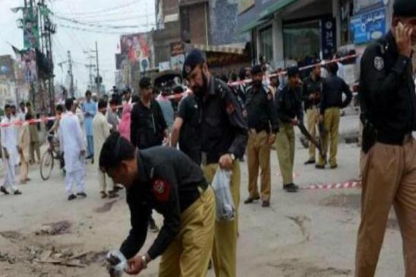 terror bid foiled in pakistan 15kg bomb defused