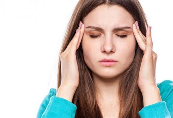 दवाइयों से नहीं, घरेलू तरीकों से करें सिर दर्द को खत्मा