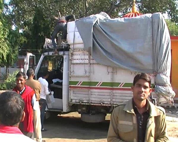 police recovered 82 cartoon sarees  gayatri prajapati name