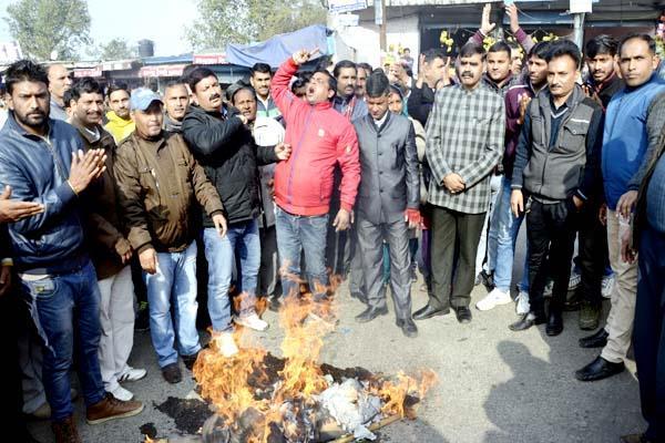 bus stand  bambar thakur  bjp effigy  burn