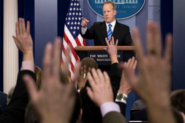 white house blocks cnn bbc new york times la times from media briefing