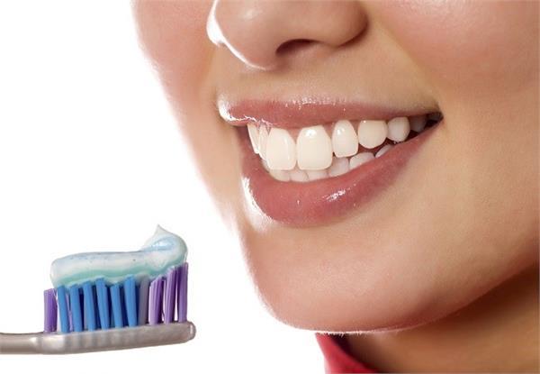 गलती से भी ना करें टूथब्रश शेयर, हो सकते इन बीमारियों का शिकार -  do-not-share-toothbrush - Nari Punjab Kesari
