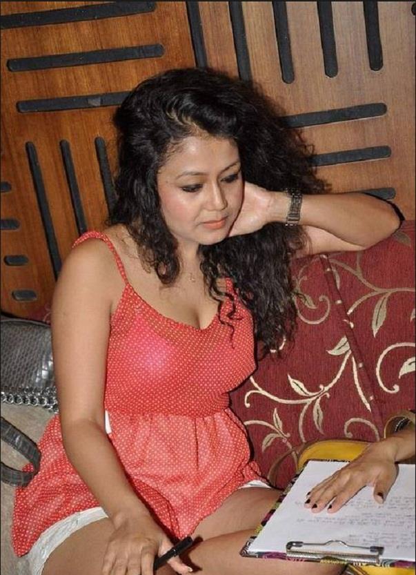 singer neha kakkar breaks down on stage at wedding