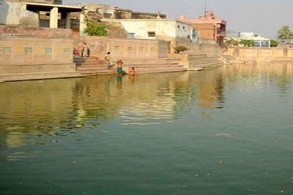krishna kund and radha kund in mathura