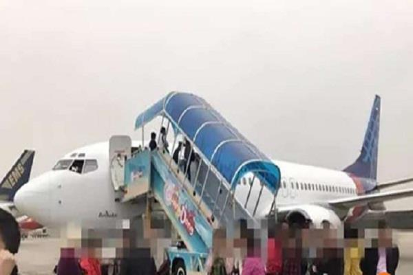 indonesian passenger plane turns back to guangzhou cabin door not closed