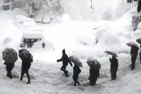 avalanche in afghanistan  more than 20 people died from the cold