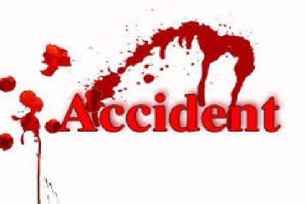 6 injured in road accidents