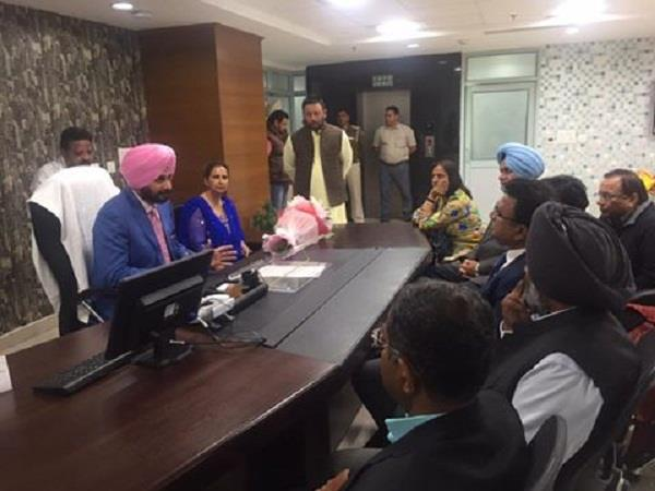 navjot addressing staff at the office of local bodies