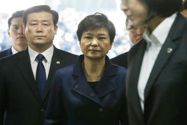 south korean leader park geun hye arrested on corruption charges