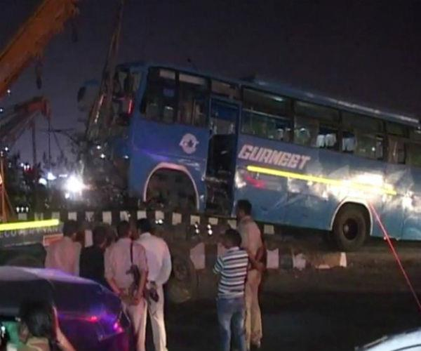 bus filled with passengers collided with dividers