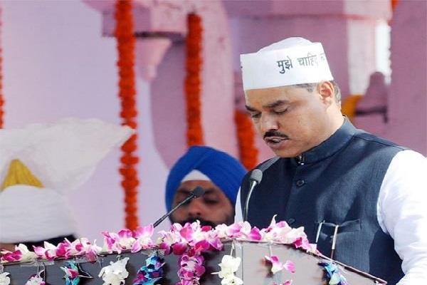 former kejriwal government minister jitendra tomar degree canceled